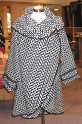 Easy Coat (with pattern). Circle with two sleeves. Tutorial in Russian. Use google translate.