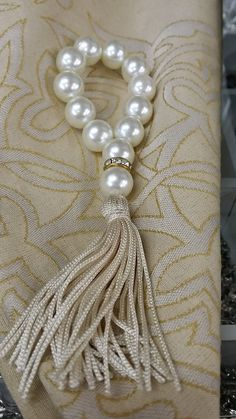 Pearl an crystal tassel Diy And Crafts, Arts And Crafts, Curtain Ties, Curtains, Napkin Folding, Decoration Table, Napkin Rings, Tassels, Table Settings