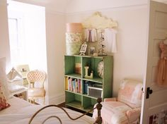 46 Awesome Stylish Girls Bedroom Ideas Kids and Teens Commence with picking stylish girls bedroom furniture and also create accessories into it to complete your living space decor. Shabby Chic Girl Room, Shabby Chic Bedrooms, Shabby Chic Decor, Teen Girl Rooms, Little Girl Rooms, Room Girls, Teen Bedrooms, Girls Bedroom Storage, Whimsical Bedroom