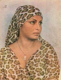 Rakhee Indian Actress Pics, Indian Bollywood Actress, Beautiful Indian Actress, Indian Actresses, Bollywood Pictures, Vintage Bollywood, Rakhi, Indian Celebrities, Vintage Posters