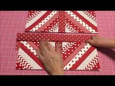 Reaproveitando retalhos de tecido - Jogo americano simples e fácil - YouTube Quilting Projects, Sewing Tutorials, Table Runners, Quilt Blocks, Patches, Make It Yourself, Quilts, Placemat, Youtube