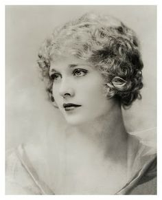 so beautiful! Esther Ralston was an American actress whose greatest popularity came during the silent era.