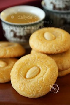dailydelicious: Aspiring Bakers #3: My Favorite CNY Cookie (Jan 2011) Chinese almond cookies