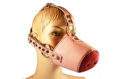 Eine neue Kreation in unserem BDSM Shop für Petplayer. Schweinemaske aus Leder mit integriertem Knebel. *oinkoink*