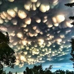 This is a rare cloud formation called mammatus clouds...
