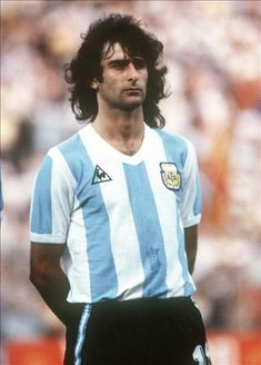 Mario Kempes: cool, gifted footballer... Argentina Football Team, Argentina Team, Argentina Soccer, Football Icon, World Football, Football Soccer, Soccer Fans, Football Players, Mode Man