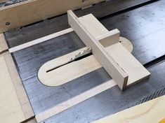 I really like this small sled, good for smaller cuts where a big sled would be overkill. #woodworkingtips
