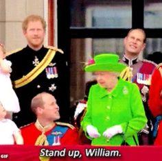 À l'international - Quand le prince William se fait chicaner par la reine | HollywoodPQ.com