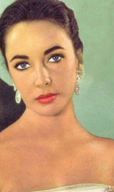 Elizabeth Taylor defined modern celebrity and is considered the last classic Hollywood icon. Elizabeth Taylor Trust and Elizabeth Taylor Estate. Hollywood Icons, Vintage Hollywood, Hollywood Glamour, Classic Hollywood, Hollywood Divas, Hollywood Actresses, British Actresses, Actors & Actresses, Elizabeth Taylor Eyes