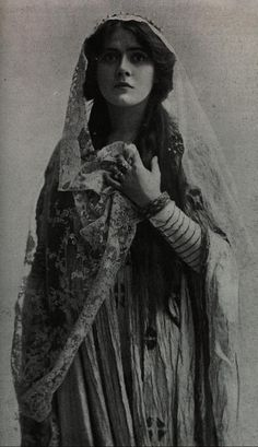 Othello: Lily Brayton (1876-1953) as Desdemona, a role she played in 1907 and 1909.