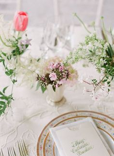 beautiful place setting and floral details