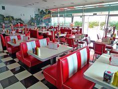 De booth is het meubel dat het Amerikaanse dinergevoel geeft. Zonder booths, geen diner: zo simpel is het. #vintage #retro http://www.jolina.com/nl/booths