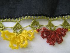 i love this oya, but it takes ALOT of thread to make Thread Crochet, Crochet Trim, Love Crochet, Crochet Lace, Crochet Stitches, Crochet Hooks, Embroidery Stitches, Crochet Butterfly, Crochet Flowers