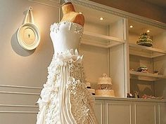 No way I can make this... but it is beautiful! Stunning Wedding Dress Cake - foodista.com