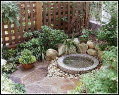 Small garden with paving stones and water feature Kleiner Garten mit Pflastersteinen und Wasserspiel Small Japanese Garden, Japanese Garden Design, Japanese Gardens, Japanese Style, Diy Water Feature, Japanese Water Feature, Meditation Garden, Water Features In The Garden, Small Water Features