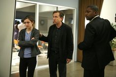 Tim Roth, Mekhi Phifer, and Hayley McFarland in Lie to Me Hayley Mcfarland, Mekhi Phifer, Tim Roth, Lie To Me, Me Tv, Tv Series, Men Casual, Mens Tops, Facial Expressions