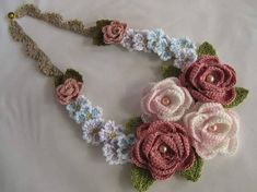 Diy Crafts - Crochet y manualidades added a new photo. Crochet Brooch, Crochet Collar, Crochet Bracelet, Freeform Crochet, Crochet Motif, Crochet Flowers, Crochet Lace, Crochet Jewelry Patterns, Crochet Stitches Patterns