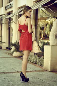 Arts by ofertasenmiami presenta vestidos de Verano con la modelo Giuli Domaniczky