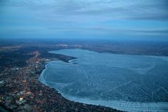 lake-mendota-frozen-from-an-airplane-aerial-view-from-above_resultat