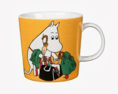 """Arabia's mug """"Moominmamma apricot"""" (Muumimamma aprikoosi) with elegant shape and kind motif from the Moomin world. Charming pottery from Finland. Secure payments and worldwide shipping within 24 hours. Moomin Shop, Moomin Mugs, Feng Shui, Moomin Valley, Tove Jansson, 6 Pack, Ceramic Tableware, Ceramic Mugs, Mom Mug"""