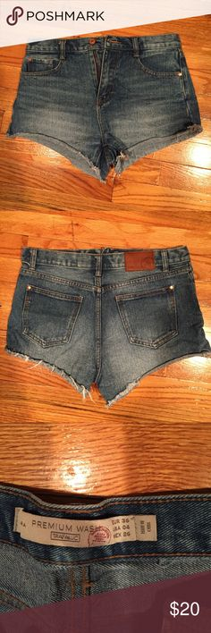 Zara Premium Denim Cutoff Style Summer Shorts Super cute premium denim shorts.  Only parting with these as they no longer fit.  Good condition and durable material.  Size 36 or US 4.  Please email with any questions.  Thanks for looking, and please see my other listings! Zara Shorts Jean Shorts
