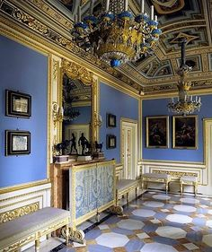 Blue passage room in the Empire style.