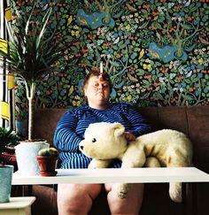 Les « selfies » de l'artiste et photographe finlandaise Iiu Susiraja, qui met en scène son corps et sa vie privée comme de simples objets. Avec cette série d'autoportraits étranges, ironiques et décalés, l'artiste explique que la vie quotidienne et sa propre personne sont les meilleures sources d'inspirations, et que les nombreuses critiques qu'elle reçoit pour son travail font partie intégrante du processus créatif, et donnent tout son intérêt à sa démarche.