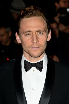 Tom Hiddleston's Co-Star Sienna Guillory Rudely Slut-Shames His Teenage Fans on Twitter  PLEASE COMMENT YOUR REACTIONS! TELL EVERYONE!
