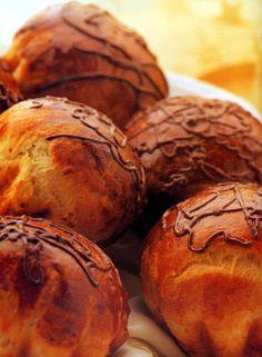 Questa mattina delle gustose e calde Brioche al cioccolato!  Buona colazione! #joele #buongiorno #colazione #sveglia #briosche #mattina #breakfast