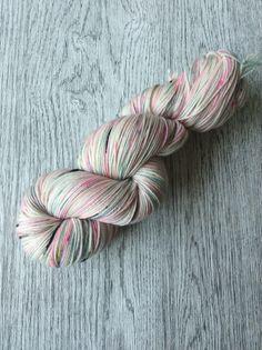 Een persoonlijke favoriet uit mijn Etsy shop https://www.etsy.com/nl/listing/524313812/disco-dip-pastel-roze-en-mint-merino-sw