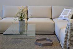 Come pulire un divano in pelle: consigli utili per eliminare le macchie
