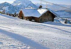 Winterlandschaft des Kaiserwinkl in Tirol Cabin, House Styles, Snowshoe, Ski Resorts, Ski Trips, Winter Vacations, Winter Landscape, Cabins, Cottage