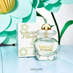 Create your cheerful imagination with the freshness of pear, combination floral (almond flower and violet) and also rainbow cheeky accord. Perfume Oriflame, Oriflame Cosmetics, Oriflame Business, Oriflame Beauty Products, Almond Flower, Happy Skin, Diffuser, Create Yourself, Shampoo