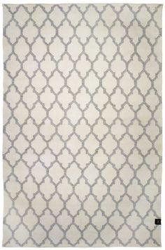 Trellis är en mönstrad matta i ull och viskos. Viskosen ger mattan en fin lyster och en fin vit bottenfärg. Trellis finns i fyrafärgställningar vit/svart, vit/Grå, grå/vit och natur/vit. Matta Trellis vit grå är enhandvävd matta med Trellis, Vit, Lund, Grey, Decor, Gray, Decoration, Decorating, Deco