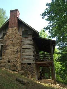 My dream home!!!!! I have always wanted to live in a log cabin! Old Cabins, Cabins In The Woods, Cabins And Cottages, Rustic Cabins, Rustic Homes, Log Cabin Living, Log Cabin Homes, Little Cabin, Little Houses