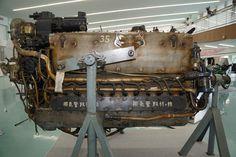スーパーチャージャーを採用した液冷エンジンを搭載