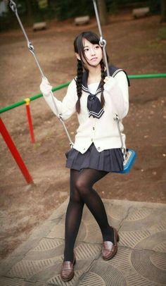 School girl and swing School Girl Japan, Japan Girl, Japanese School Uniform, School Uniform Girls, Girls Uniforms, Cosplay, Kawai Japan, Cute Kawaii Girl, Asia Girl