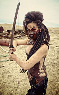 "Gritty ""Mad Max"" Group Cosplay (Pic code gets off at… Steampunk, Mad Max Cosplay, Mad Max Costume, Samurai Girl, Female Samurai, Wasteland Warrior, Group Cosplay, Post Apocalyptic Fashion, Maquillaje Halloween"