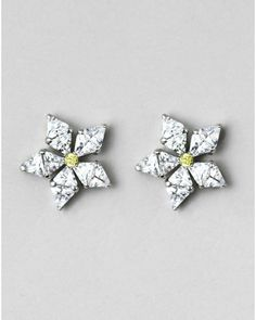 These JewelMint Very Audrey Earrings are sooo what I've been looking for.
