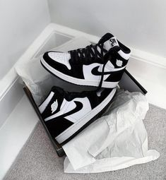Dr Shoes, Cute Nike Shoes, Swag Shoes, Nike Air Shoes, Hype Shoes, Jordan Shoes Girls, Girls Shoes, Jordan Sneakers, Nike Sneakers