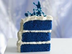 Royal Blue Velvet Cake - Holiday Cottage  my favorite color!! <3