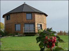 LA MAISON RONDE est située à Monthoiron près de Châtellerault. Informations: 05 49 93 68 19