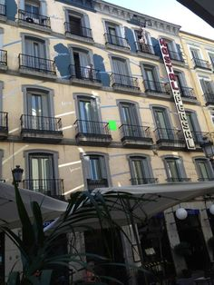 Fachada hostal en Madrid | Hostal Persal