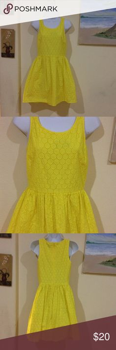 Old Navy yellow eyelet dress Gently worn , size 2 , 33 inches from top to bottom Old Navy Dresses Midi