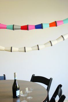 This decoration made from paper cups is adorable! A simple look that can be made in any colors :-)