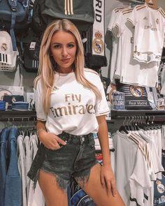 Madrid Girl, Real Madrid, Football Girls, Football Fans, Psg, Oran, Instagram Story Ideas, Instagram Models, Beautiful Models