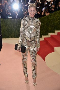 """Julie Macklowe attends the """"Manus x Machina: Fashion In An Age Of Technology"""" Costume Institute Gala at Metropolitan Museum of Art on May 2, 2016 in New York City."""
