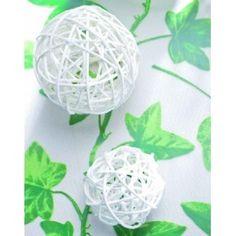 Boule en rotin blanc, 4 boules rotin blanches 9 cm, déco de table, déco d'intérieur, mariage, baptême, fêtes, déco noël, déco naturelle. http://www.baiskadreams.com/88-boules-rotin-blanc-diam-9-cm-les-4.html