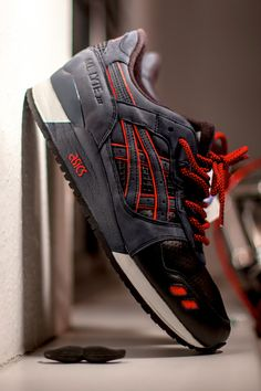 Double layered panels for extra colour hit. Colourway. asics Gel Lyte
