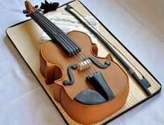 Violin cake - would go great with a music themed birthday party! Crazy Cakes, Fancy Cakes, Cute Cakes, Music Themed Cakes, Music Cakes, Amazing Wedding Cakes, Amazing Cakes, Fondant Cakes, Cupcake Cakes